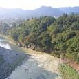 色づき始めた多摩川・吉野峡谷