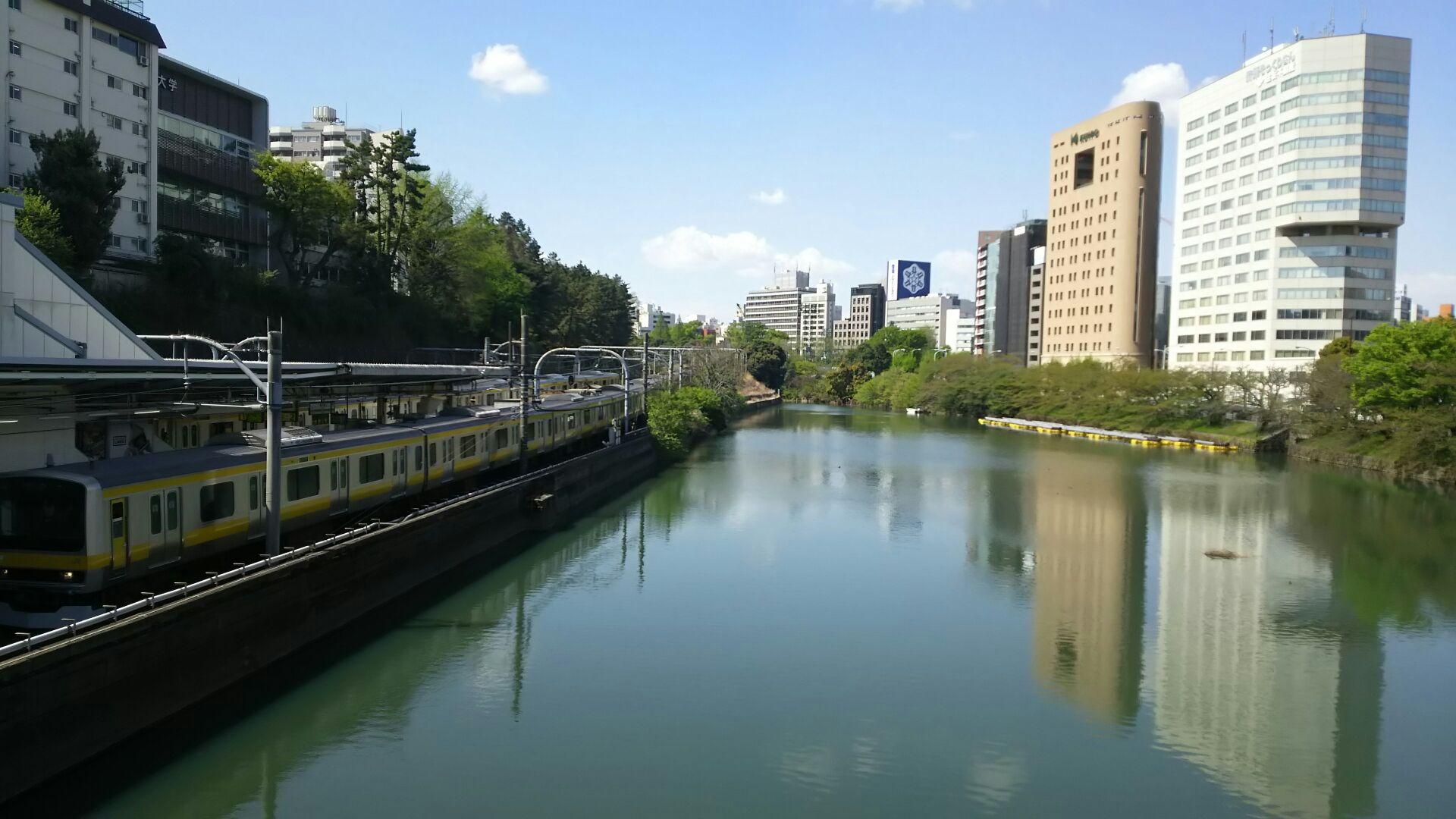 市ヶ谷のお堀 都心の水の景色